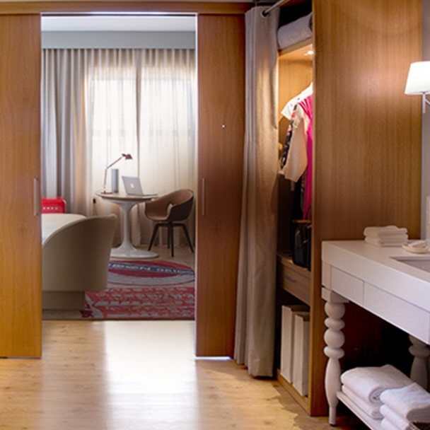 Take a Look Downtown Chicago Hotel Rooms