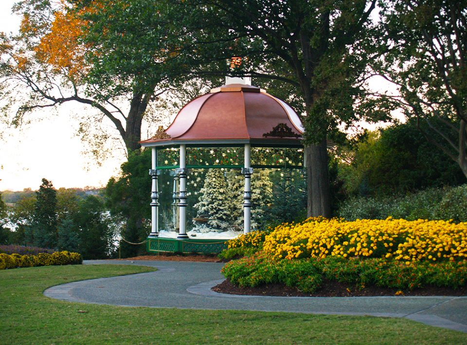 Dallas Arboretum for Dallas Holiday Guide by Virgin Hotels Dallas